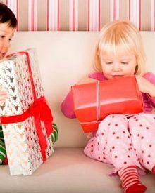 Quà tặng cho bé: Góc tư vấn nên tặng quà gì cho bé ?