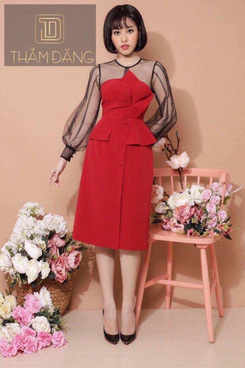 Đầm đỏ ren điệu đà