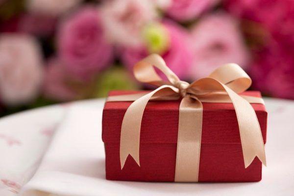 Tặng quà cho khách hàng Hàn Quốc