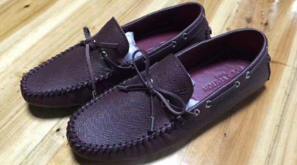 Giày lười tặng bạn trai