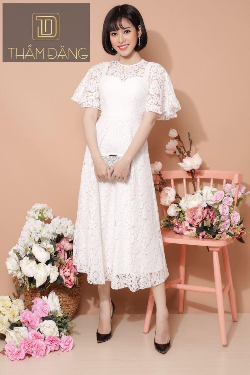 Kiểu váy xòe màu trắng