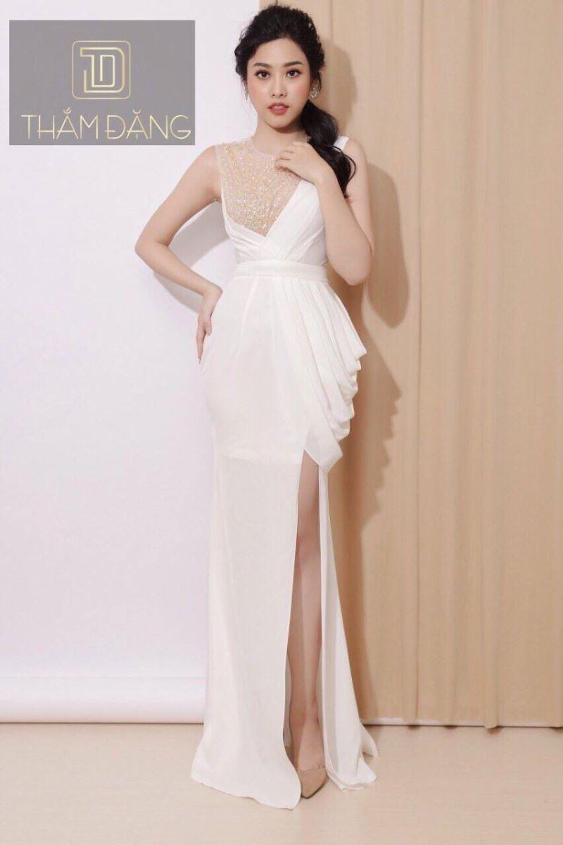 Đầm xẻ tà dài
