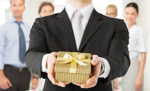 Nên tặng quà gì cho sếp nam