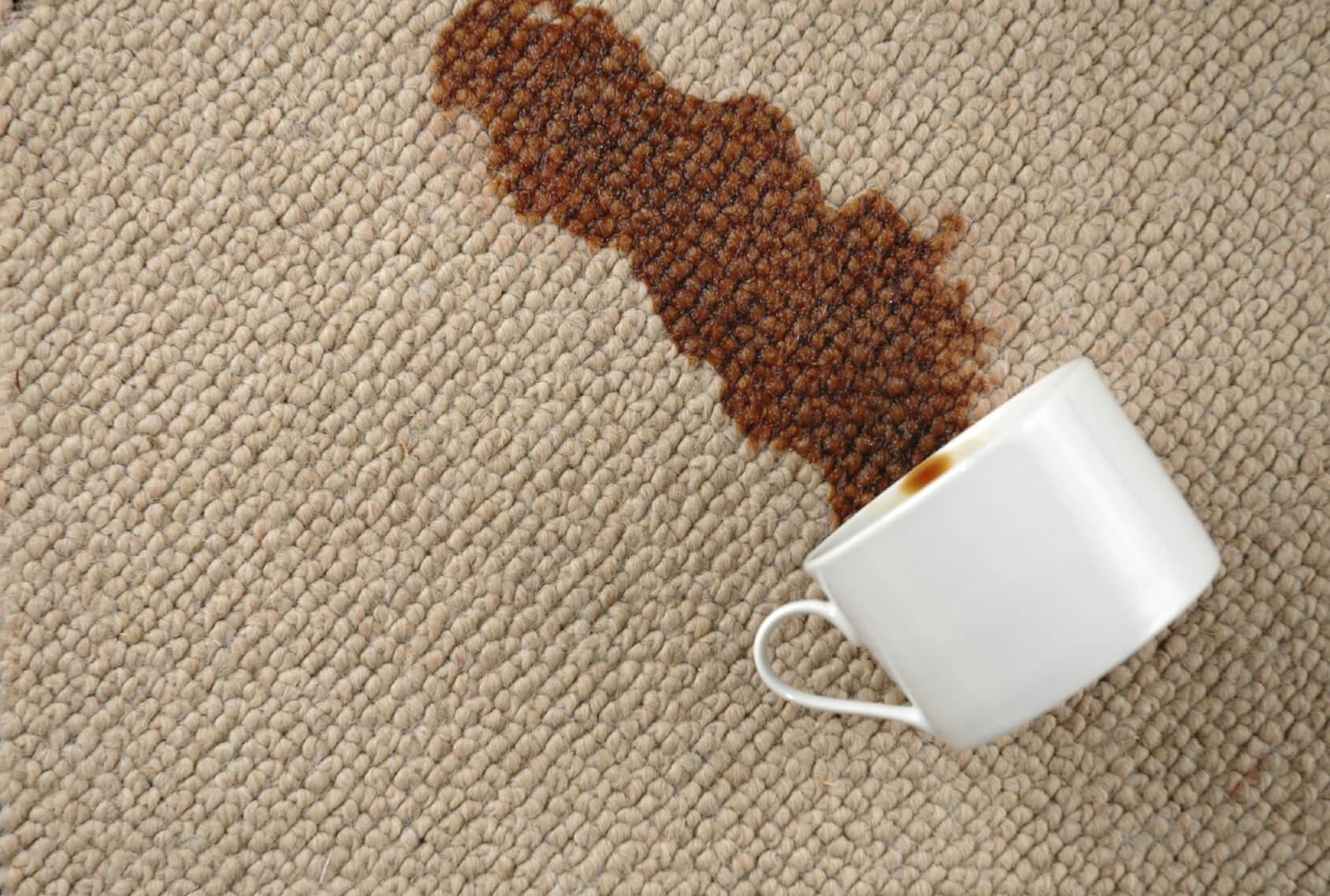 Làm sạch thảm loang lổ do đồ ăn có mỡ