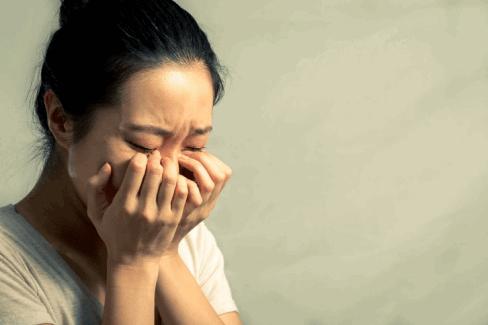 rụng tóc sau sinh khiến mẹ mất tự tin trong giao tiếp