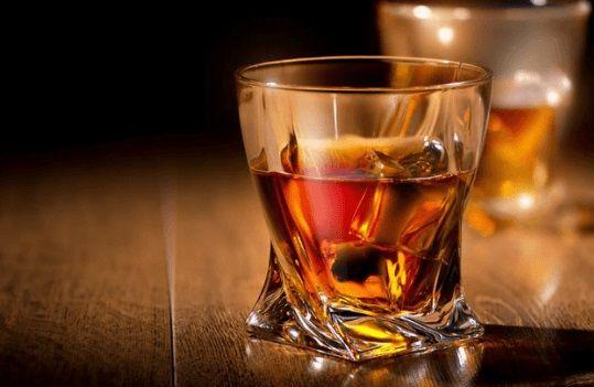 Sử dụng rượu cũng là một trong những nguy cơ mắc bệnh sùi mào gà