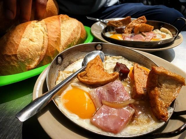 Top 5 Quán Bánh Mì Lâu Đời Vẫn Giữ Chân Khách Hàng Tại Sài Gòn 4