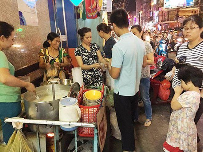 Top 5 Khu Chợ Ở Sài Gòn Được Mệnh Danh Là Thiên Đường Ẩm Thực 6