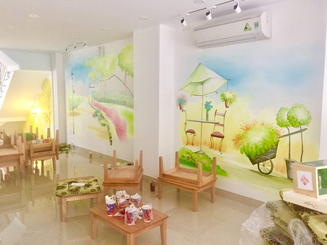 Tranh tường tạo nên sự phong phú không gian trà sữa.